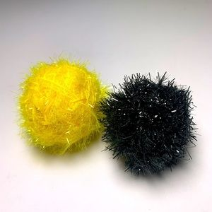 Cat toys hand crafted balls makes rattle noise